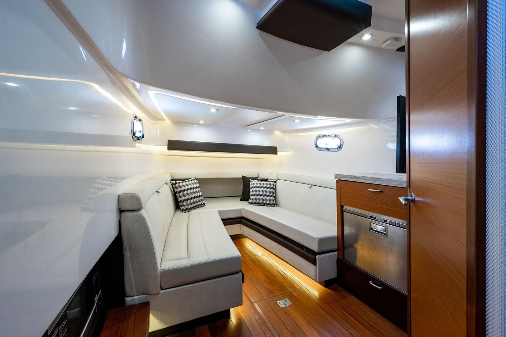 Pursuit 40 - Reel Class - interior