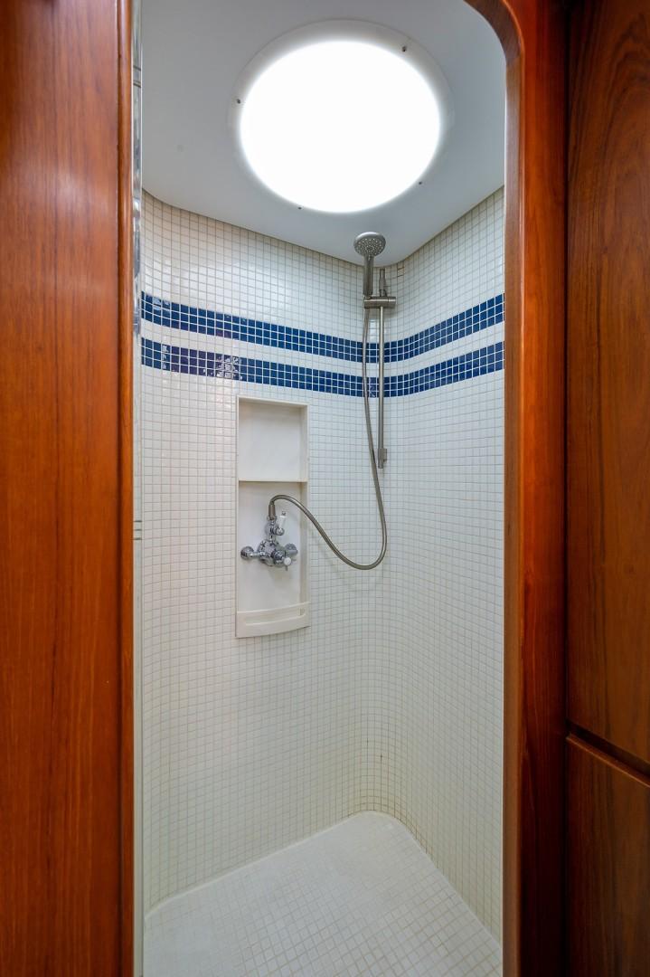 Jongert 78 - Fat Sheila - master shower