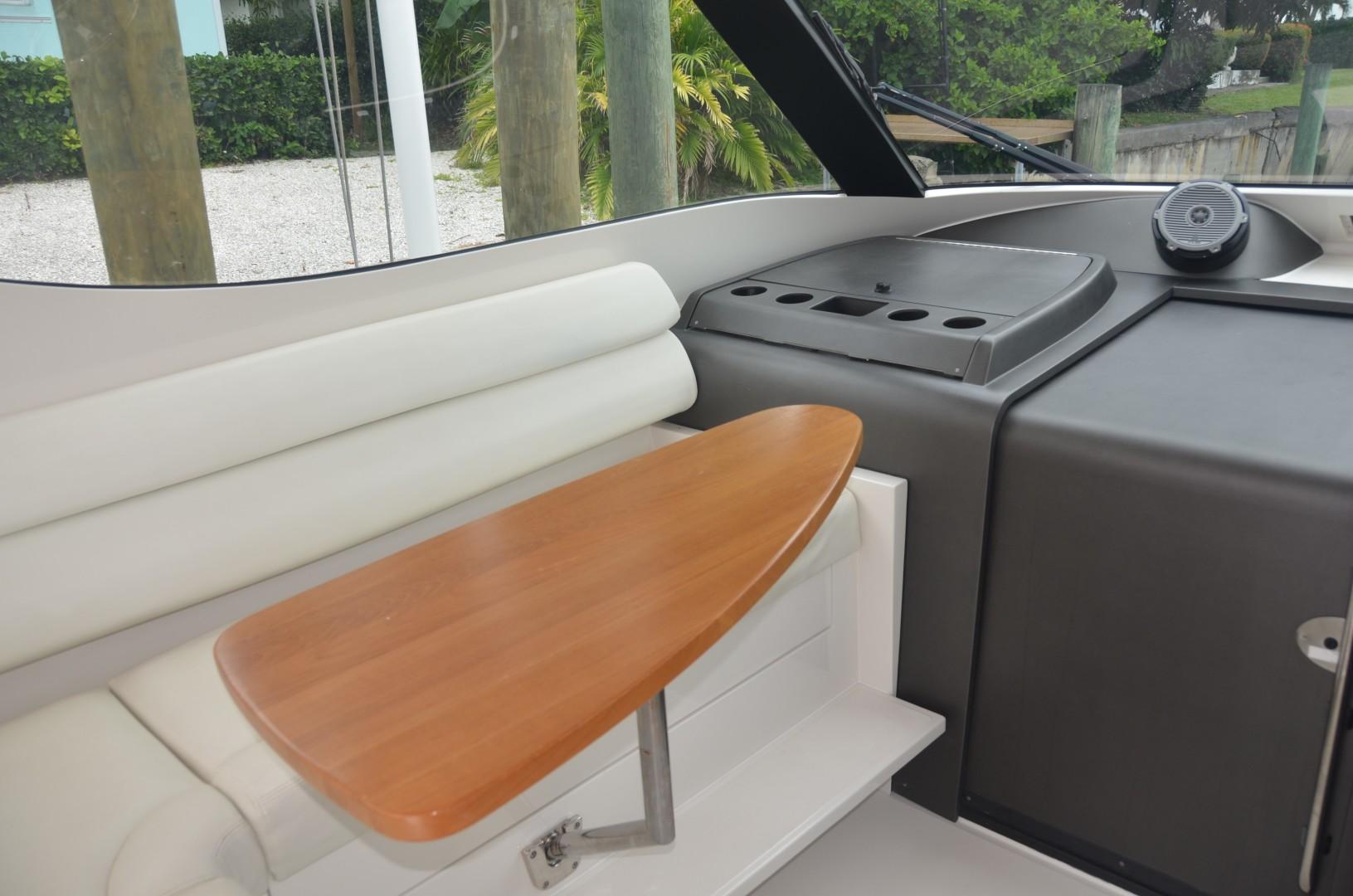 Jupiter 41- deck seating