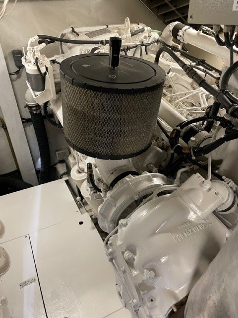 Azimut 68 - Forever - Engine Room