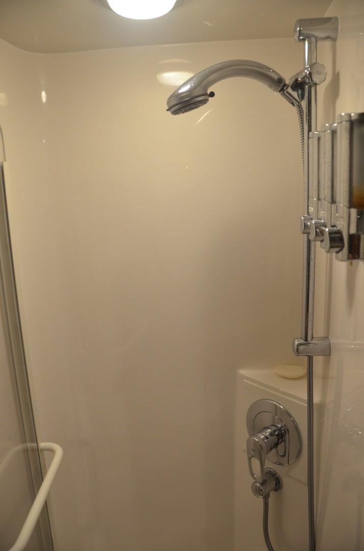 Bertram 51 Reel Friends-master shower