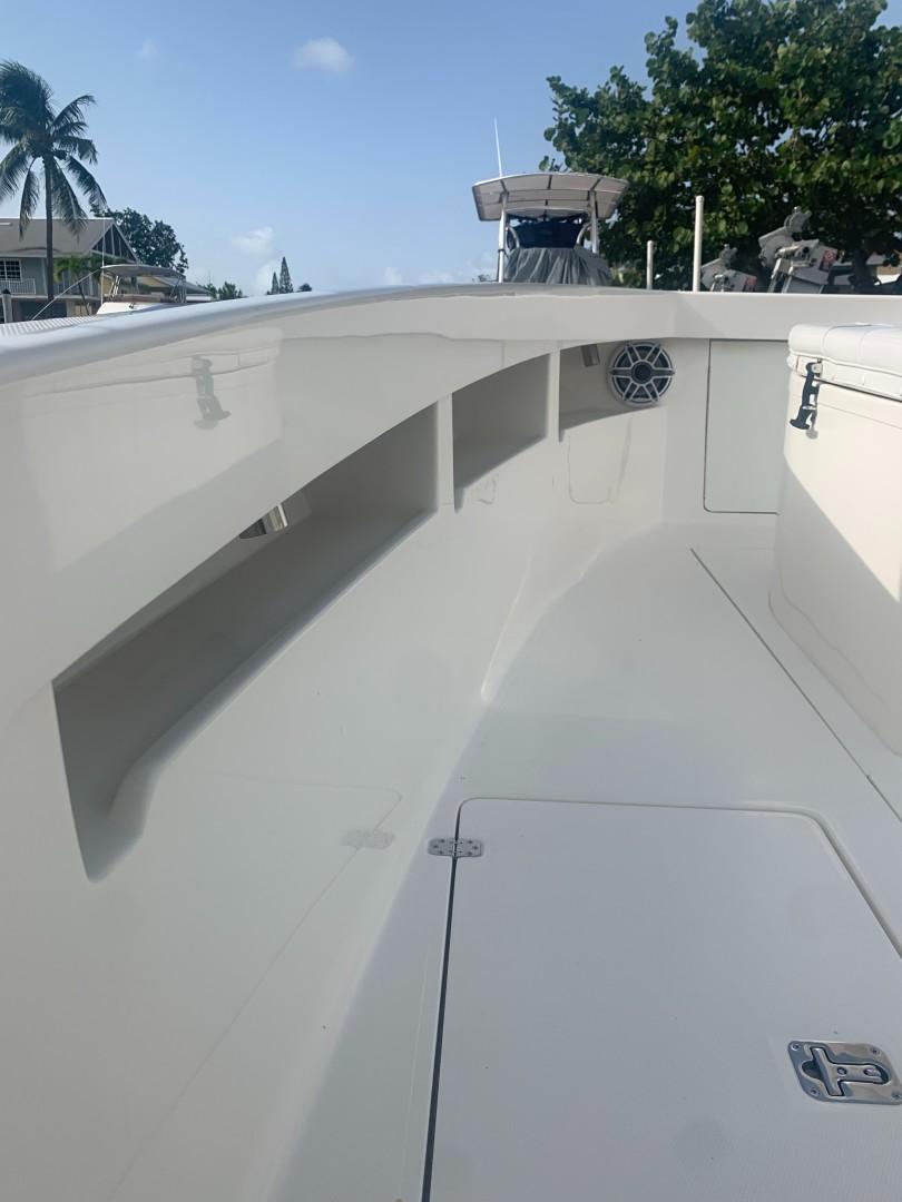 2020 32' SeaVee Port Bow Storage