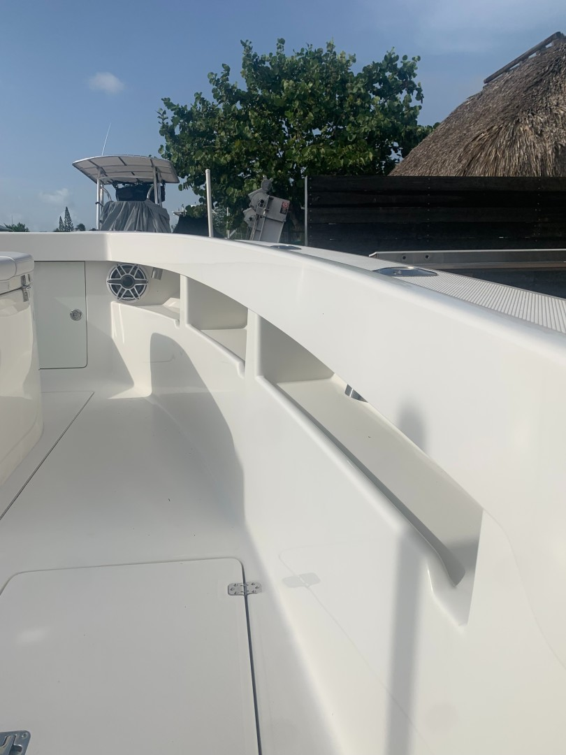 2020 32' SeaVee Starboard Bow Storage