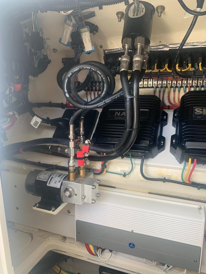 2020 32' SeaVee Autopilot Pump