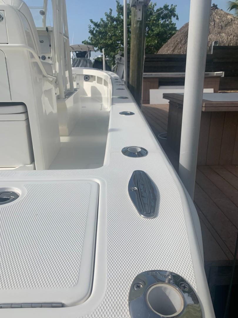 2020 32' SeaVee Starboard Gunnel