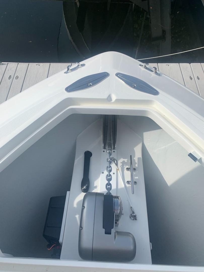 2020 32' SeaVee Anchor Locker