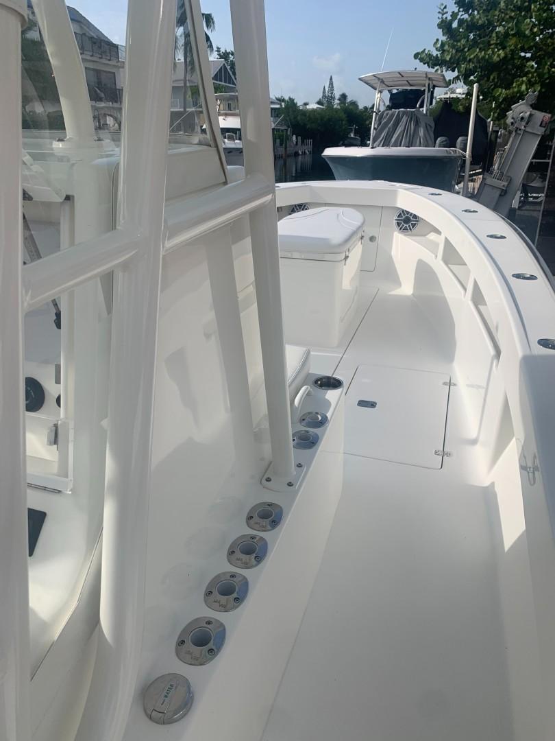 2020 32' SeaVee Starboard Helm Rod Storage