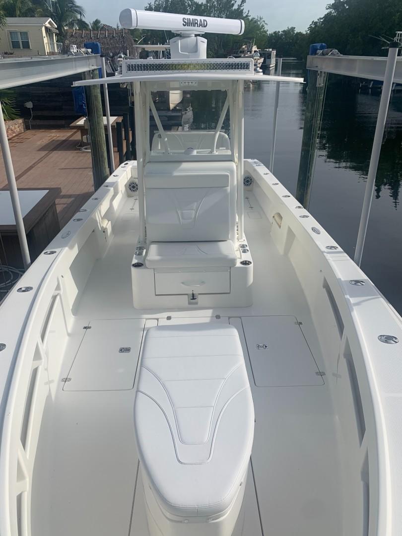2020 32' SeaVee Bow View