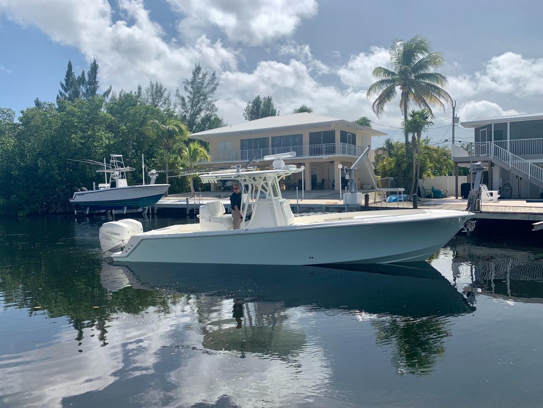 2020 32' SeaVee Starboard Side