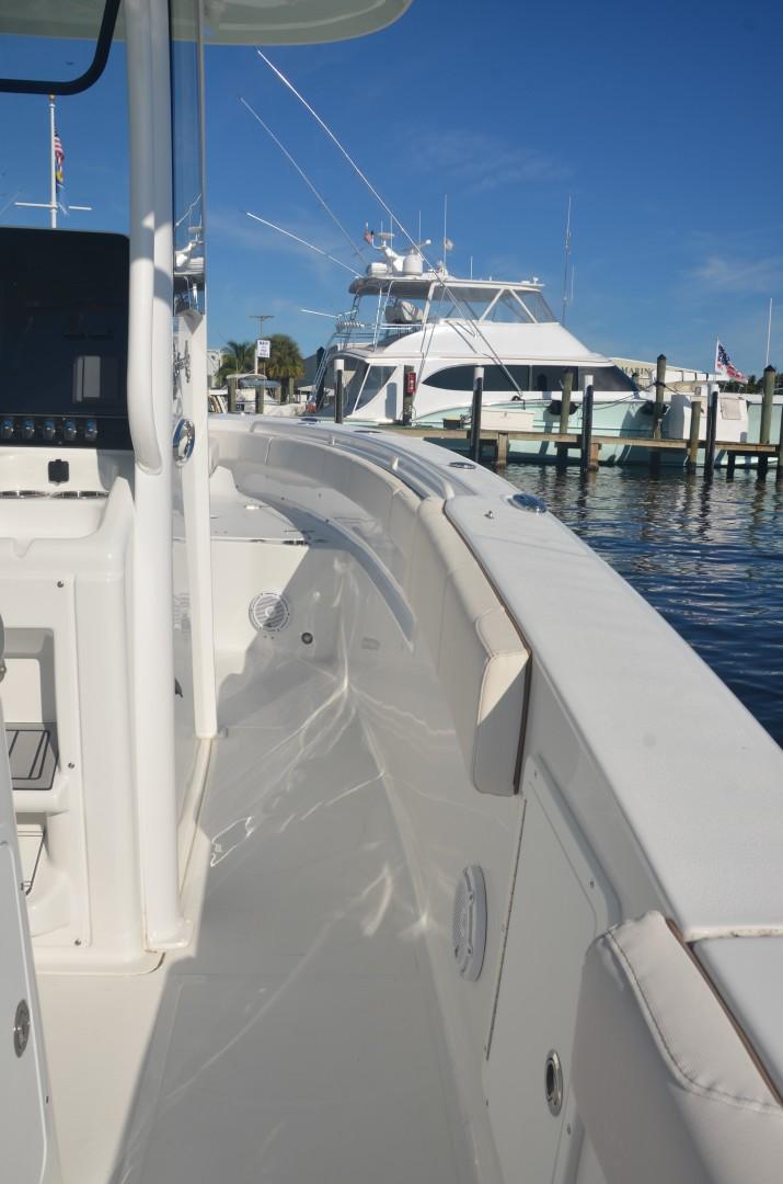 Sea Hunt 30-sidedeck