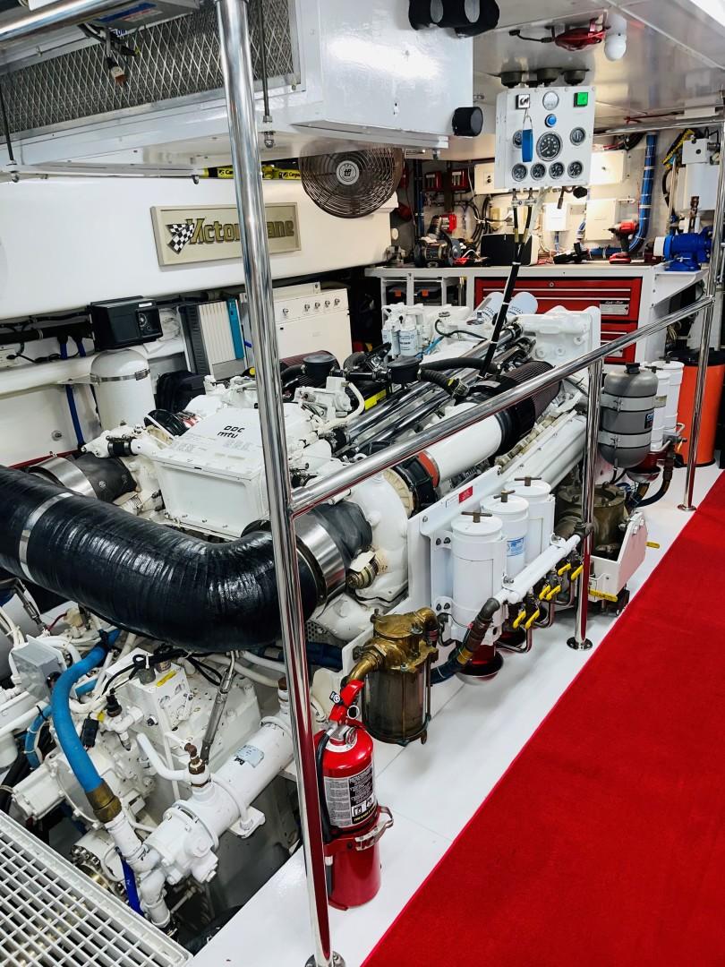 Hatteras 100 - Engine Room