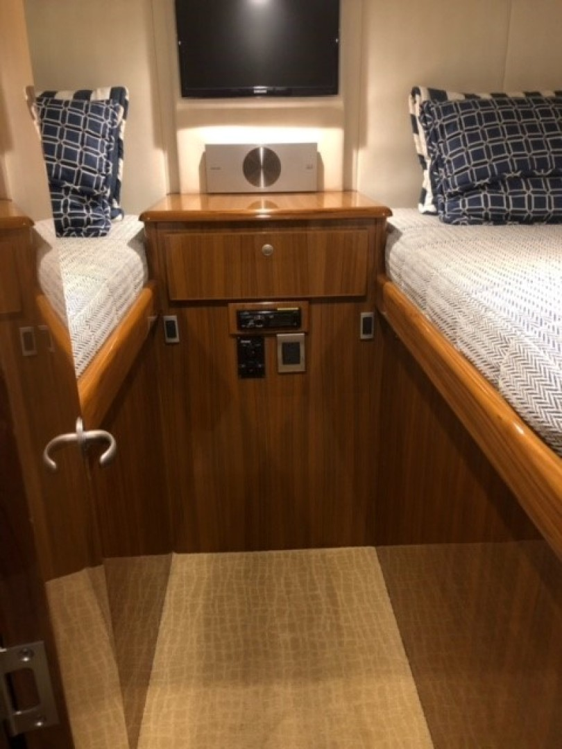 Viking 42 Open - Fuzzy III - Guest Stateroom