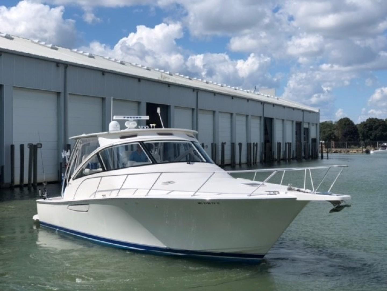 Viking 42 Open - Fuzzy III - Bow Profile