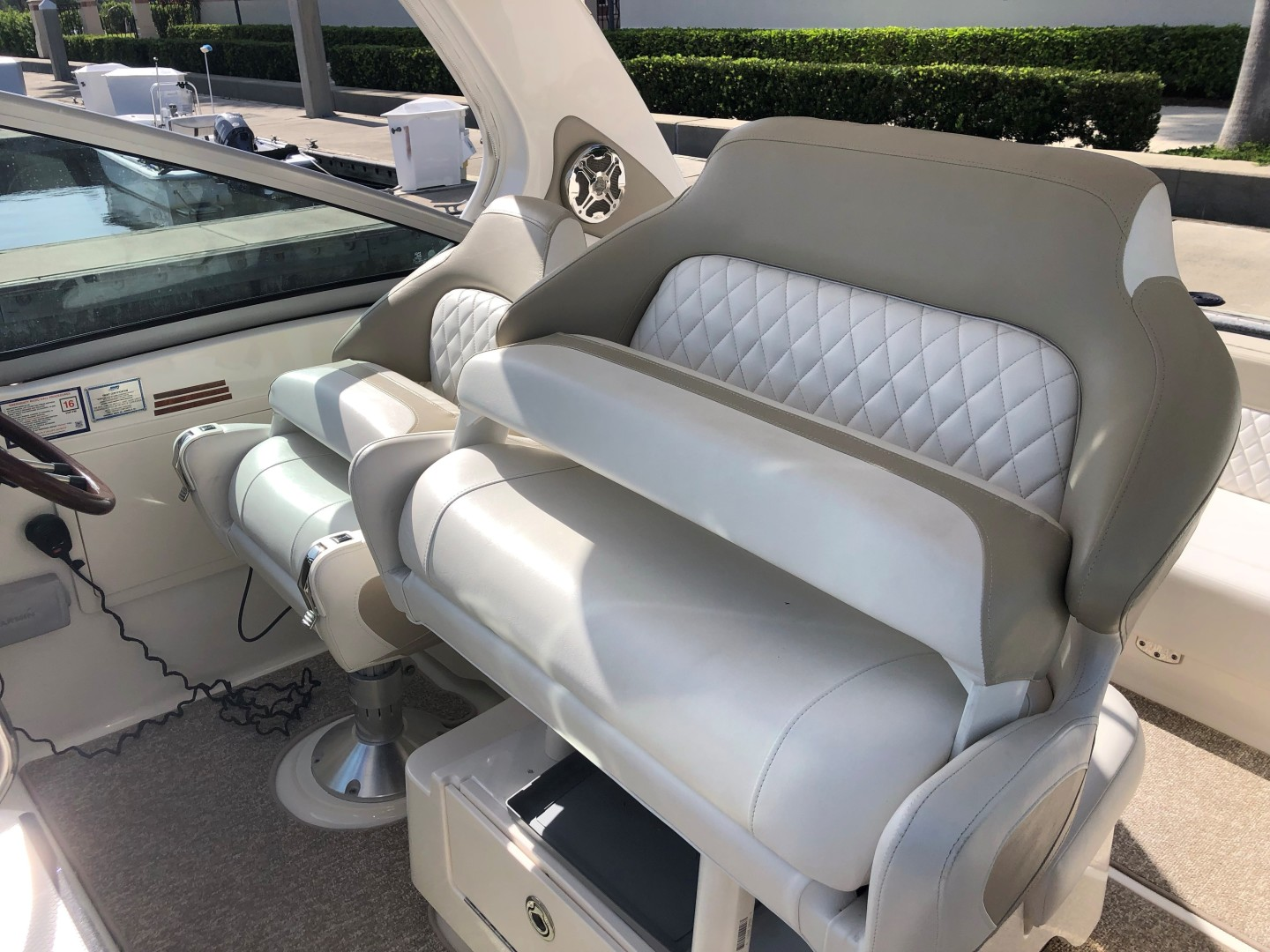 Chaparral 31- C-Scape - Helm Seating