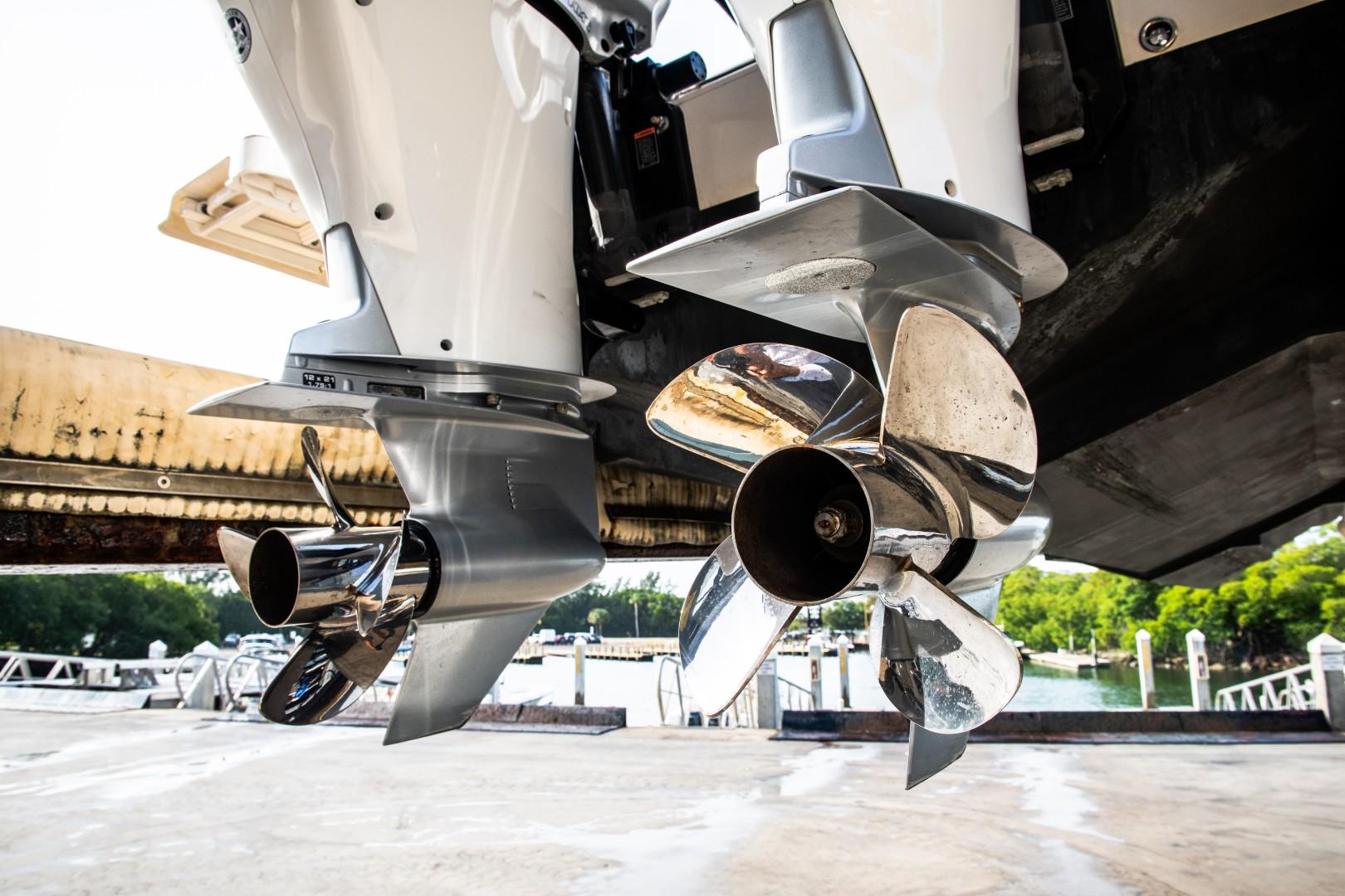 Intrepid 32 - Next Edition - Engines