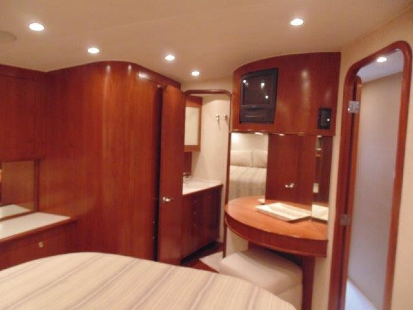 Ritchie Howell 65 LOW PROFILE - Master Stateroom