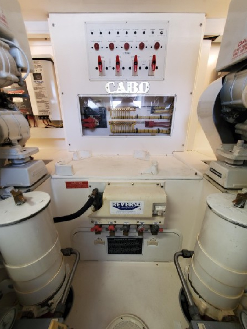 40 Cabo - Manana - Engine Room