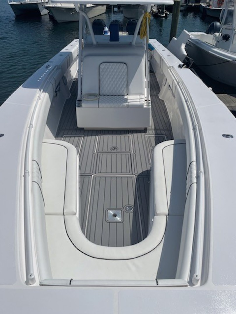 SeaHunter 37 - Lonesome Cowboy -  Forward Seating
