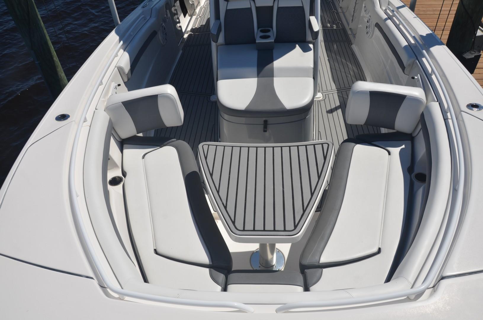 Tidewater 320 CC - forward seating