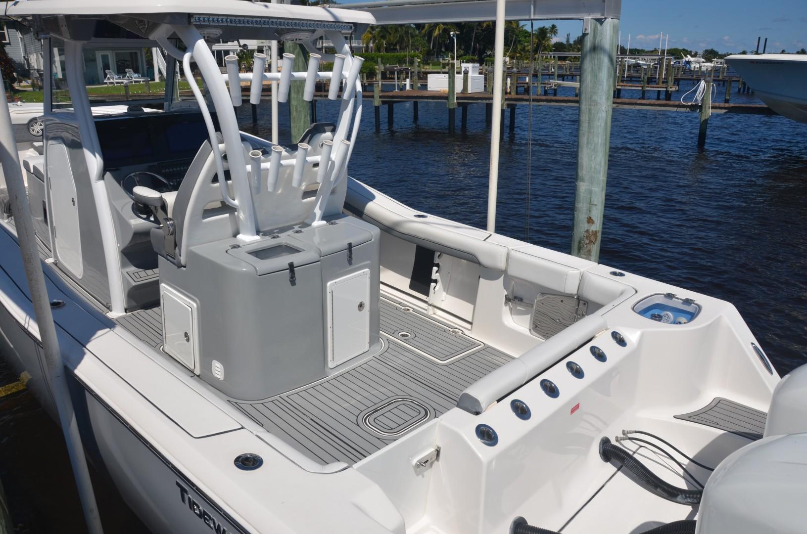 Tidewater 320 CC - cockpit