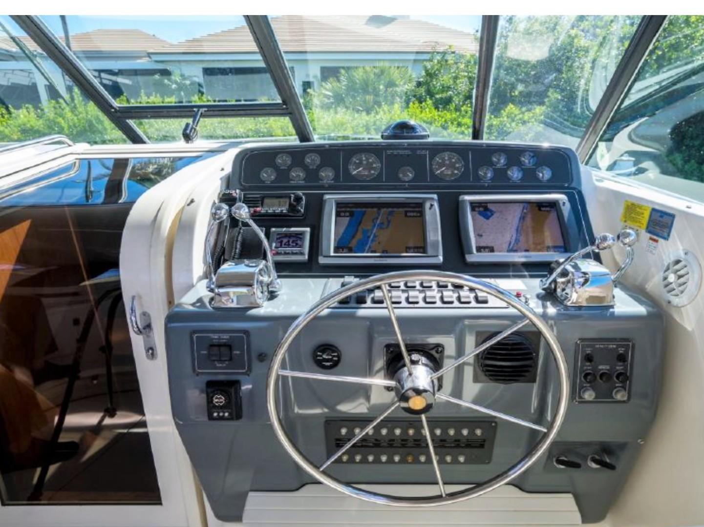 Tiara 43 - Alexis - Helm Station