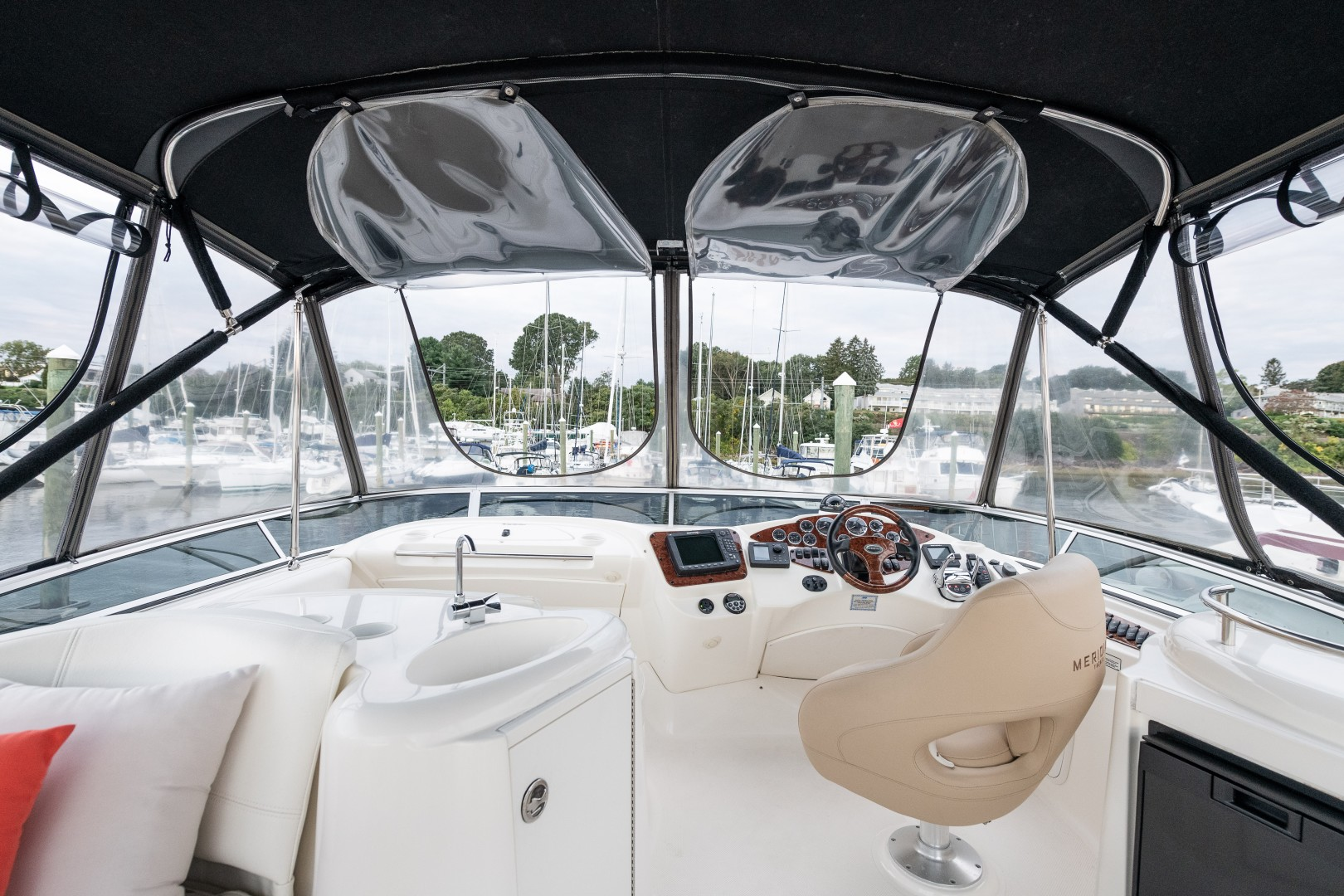 Meridian 39 - Out'n About - Flybridge