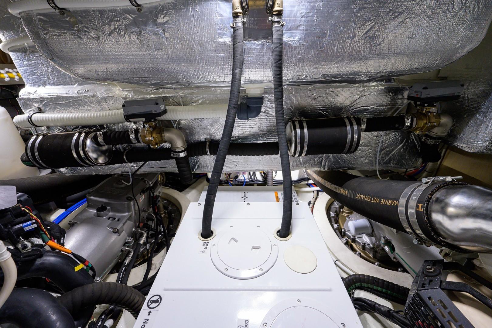 Absolute 52 KNOT ZEN - Engine Room