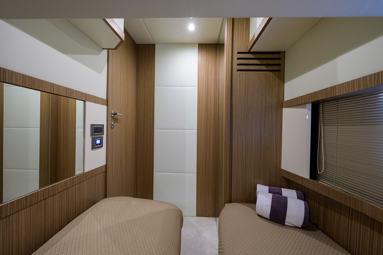 Absolute 52 KNOT ZEN - Guest Stateroom