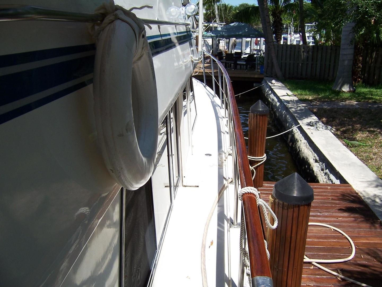 CHB-Seamaster Sundeck 1989-Com Monday Fort Lauderdale-Florida-United States-48 Chung Hwa Stbd Side Deck-732085 | Thumbnail