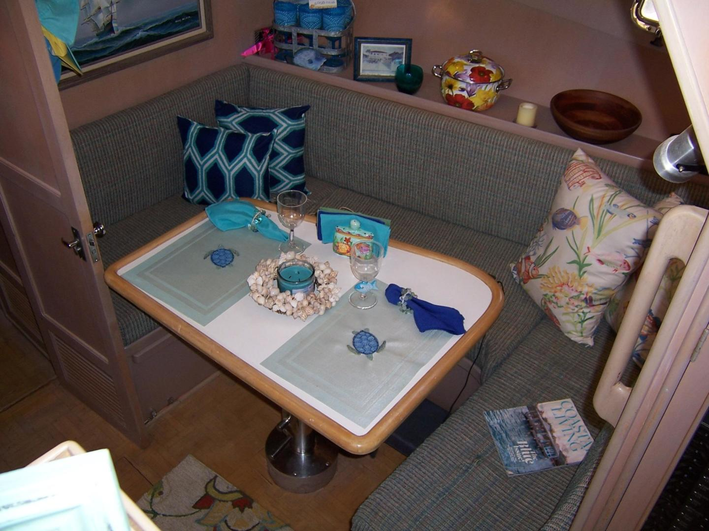 CHB-Seamaster Sundeck 1989-Com Monday Fort Lauderdale-Florida-United States-48 Chung Hwa Galley Dinette-732060 | Thumbnail