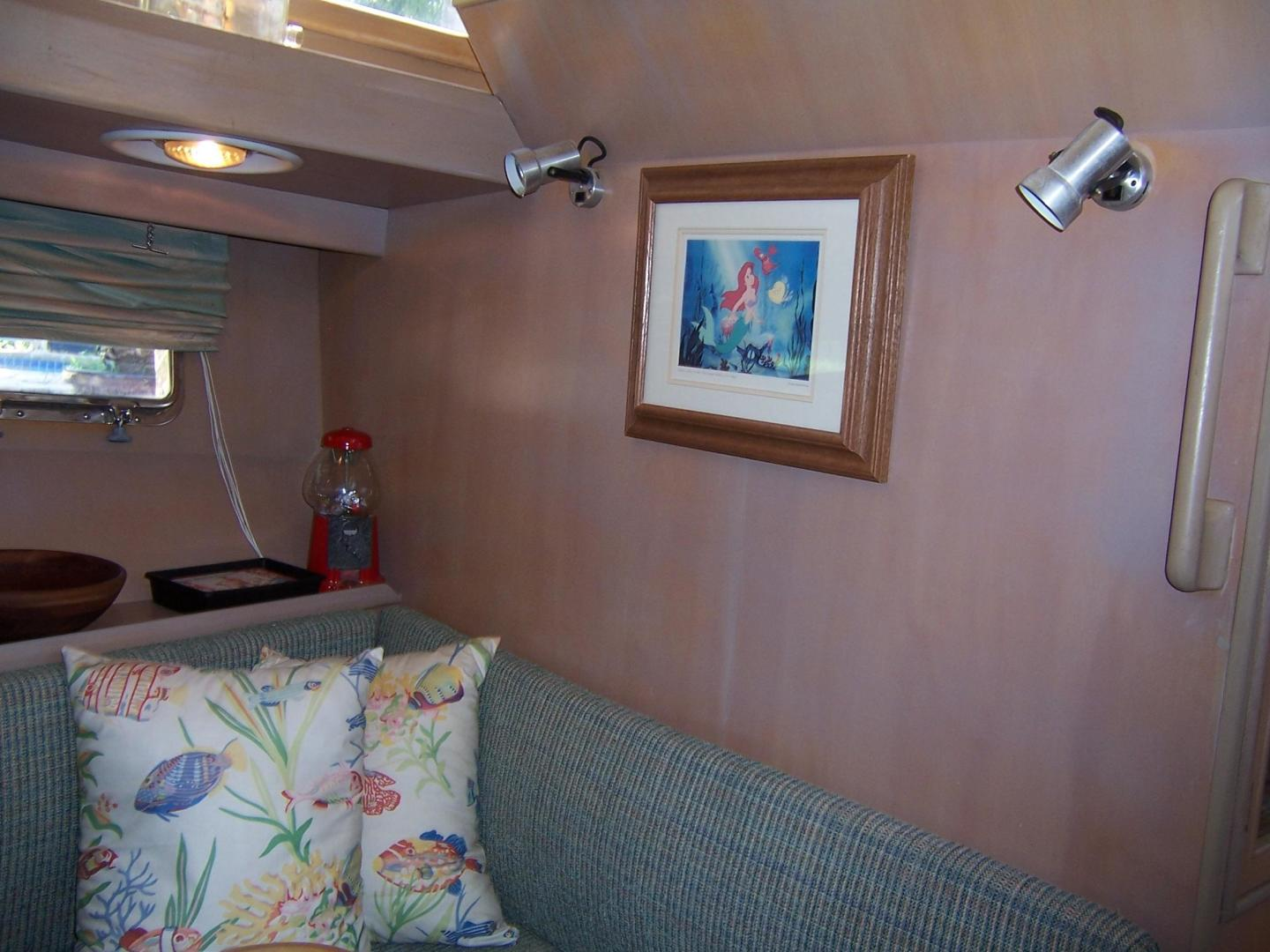 CHB-Seamaster Sundeck 1989-Com Monday Fort Lauderdale-Florida-United States-48 Chung Hwa Galley Dinette 3-732062 | Thumbnail