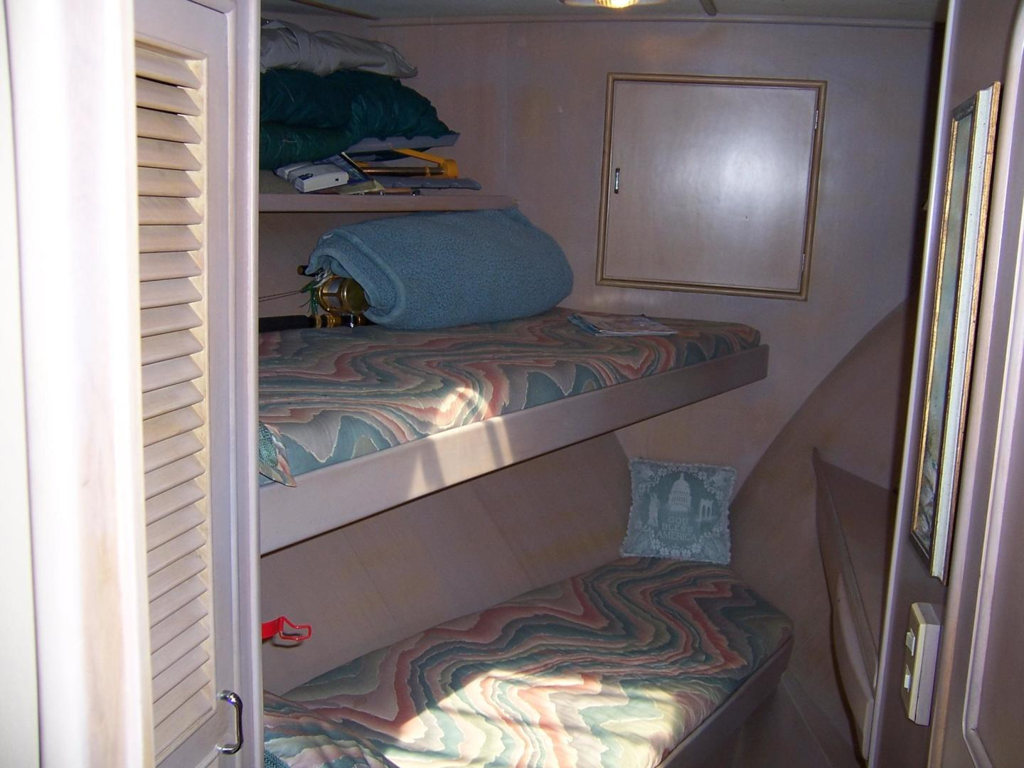 CHB-Seamaster Sundeck 1989-Com Monday Fort Lauderdale-Florida-United States-48 Chung Hwa FWD Guest Cabin 2-732063 | Thumbnail