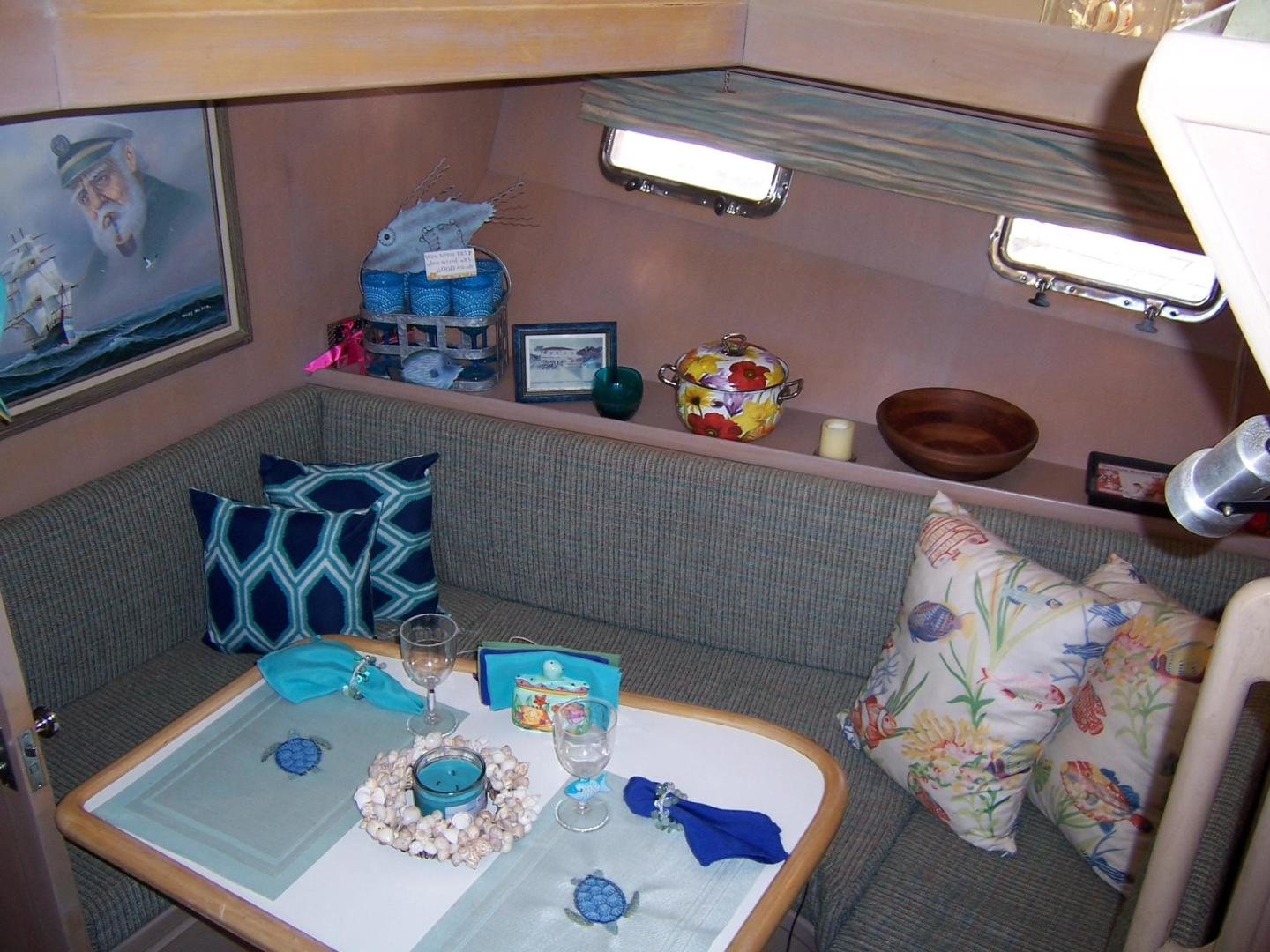 CHB-Seamaster Sundeck 1989-Com Monday Fort Lauderdale-Florida-United States-48 Chung Hwa Galley Dinette 2-732061 | Thumbnail