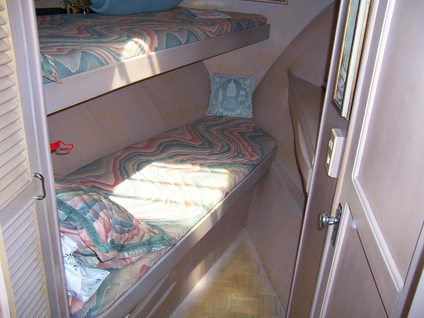 CHB-Seamaster Sundeck 1989-Com Monday Fort Lauderdale-Florida-United States-48 Chung Hwa  FWD Guest Cabin-732064 | Thumbnail