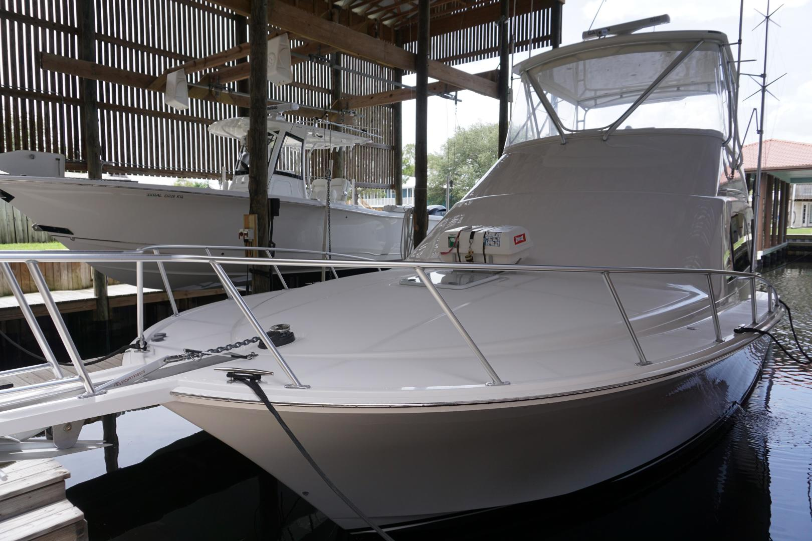 Picture Of: 40' Cabo 40 Flybridge 2005 Yacht For Sale | 2 of 60