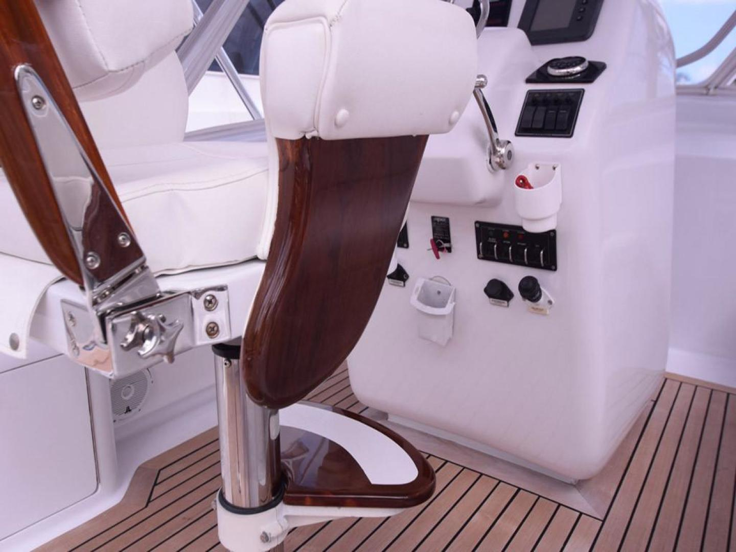 Custom-Middleton Sports Fisherman 2008-Chasing Tail Dania-Florida-United States-Helm Seating Detail-913268 | Thumbnail