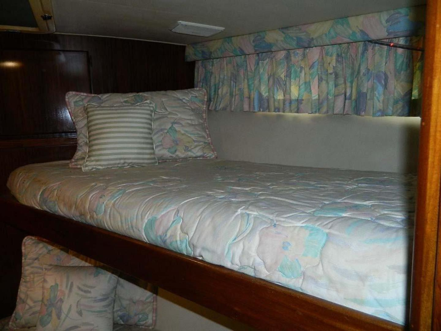 Hatteras-Motor Yacht 1989-Windfall Stuart-Florida-United States-Fwd Guest Bunks-910440 | Thumbnail