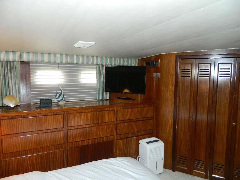 Hatteras-Motor Yacht 1989-Windfall Stuart-Florida-United States-Master Stateroom Port-910424 | Thumbnail