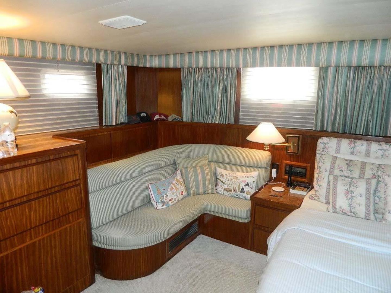 Hatteras-Motor Yacht 1989-Windfall Stuart-Florida-United States-Master Stateroom Settee-910426 | Thumbnail