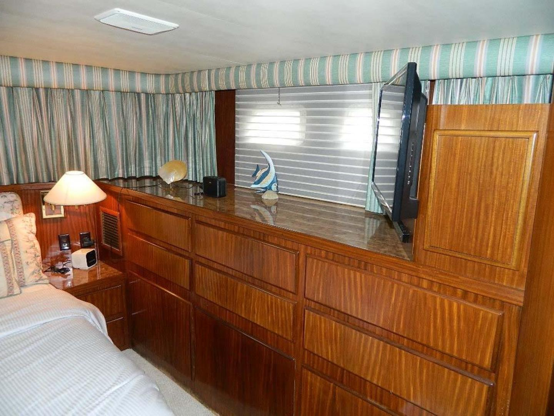 Hatteras-Motor Yacht 1989-Windfall Stuart-Florida-United States-Master Stateroom Storage-910423 | Thumbnail