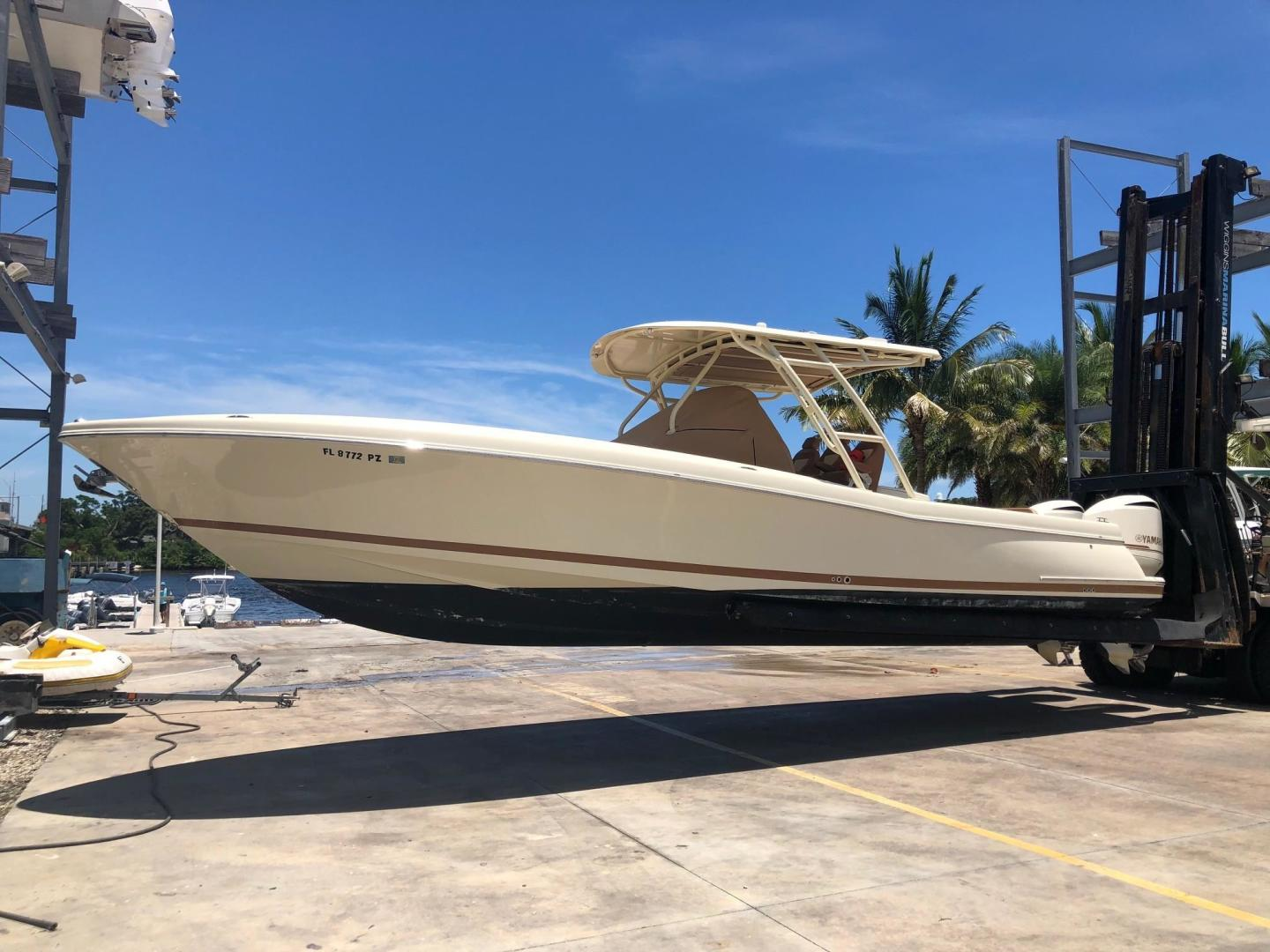 Picture Of: 34' Chris-Craft Catalina 34 2016 Yacht For Sale   2 of 15