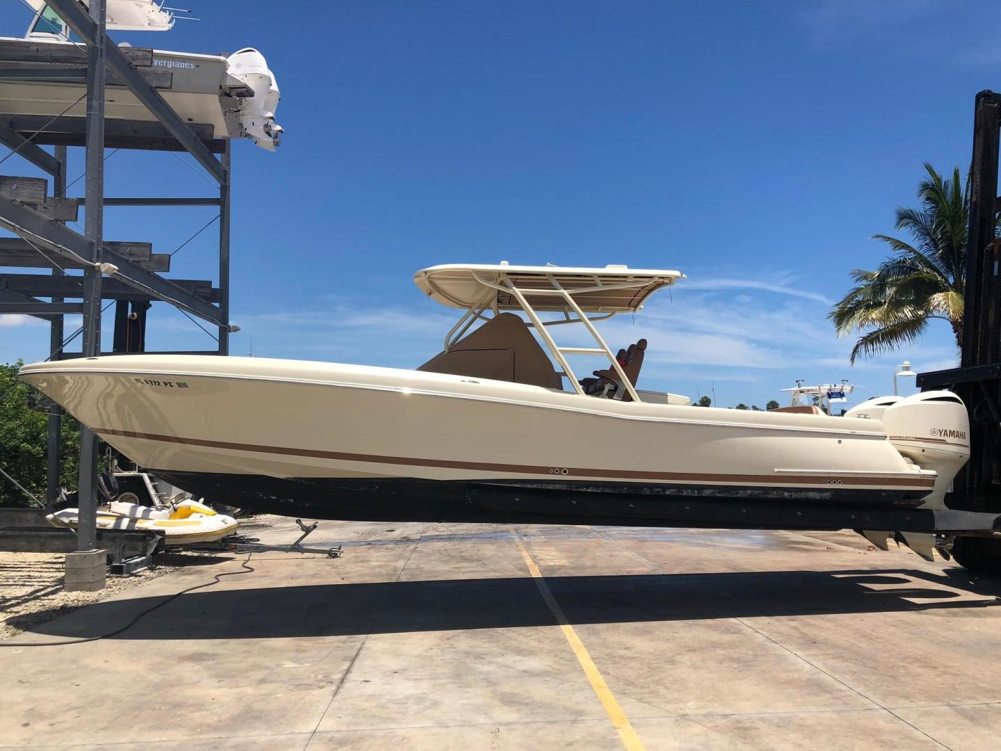 Picture Of: 34' Chris-Craft Catalina 34 2016 Yacht For Sale   1 of 15