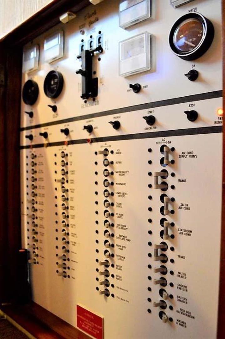 Buddy Davis-47 Sportfish 1988-Yellowfin Milford-Connecticut-United States-Electrical Panel-1031265   Thumbnail