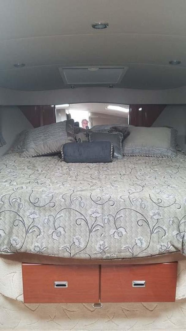 Formula-34 PC 2004-Knott So Centsable Red Wing-Minnesota-United States-Island Queen Bed-1037522 | Thumbnail