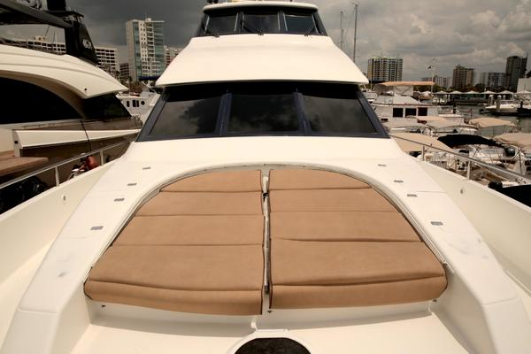 1999Lazzara 76 ft 76 Skylounge   Liquid Asset