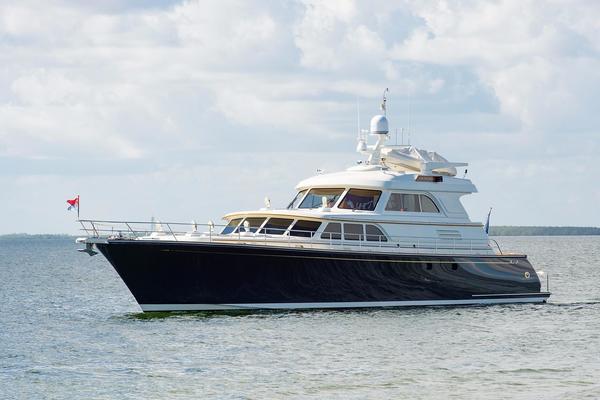 82' Lyman Morse Motoryacht 2004 | INSIGNIA