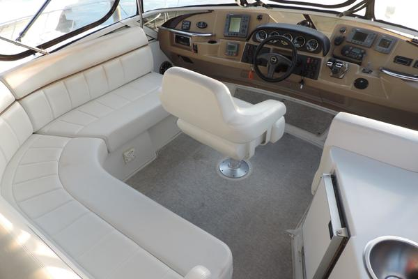 2004Carver 44 ft 444 Cockpit Motor Yacht   Dog House