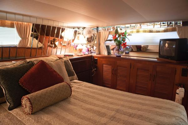 1985Viking 50 ft 50 Cockpit Motoryacht   Ciao Bella