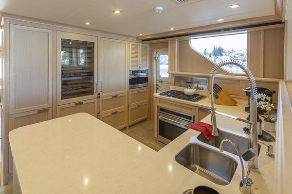 2015Paragon 92 ft motor yacht   PARAGON COCKPIT