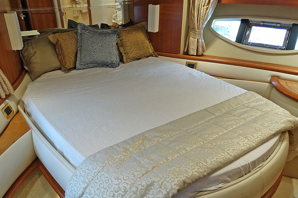 2010 Azimut 62' Motor Yacht Simple Toy | Picture 5 of 9